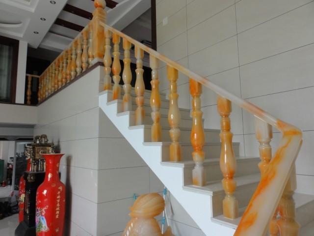 仿玉石楼梯扶手美观大气,永久不变色,不变形,不开选裂,是高档别墅